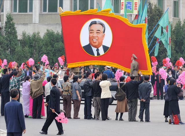 晒晒2010年朝鲜女性都穿过哪些裤子?(图)