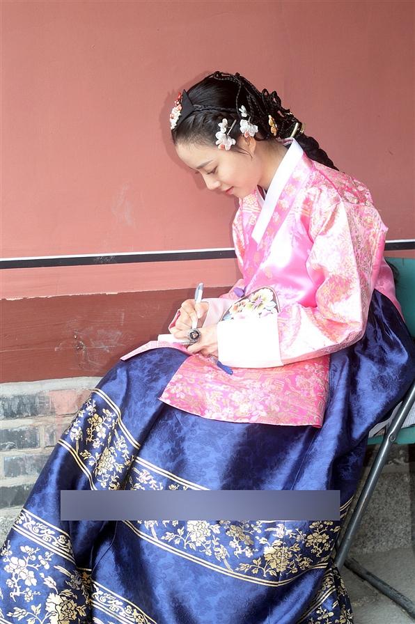 图集:实拍美女文彩元拍摄现场可爱扮相 韩国