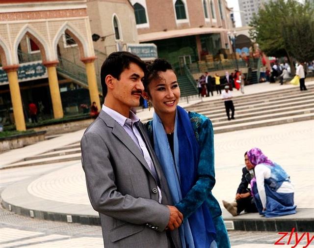 美女 喀什/新疆喀什街头惊艳的维吾尔族美女(图)_新疆旅...
